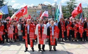 """Üniversitemizden """"Vatanın Bütünlüğü, Devletin Bekası, Yüce Türk Milletinin Varlığı ve Birliği için Bayrak Yürüyüşü"""""""