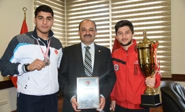 Müsabakalarda Başarı Kazanan Sporcularımız Rektörümüzü Ziyaret Etti