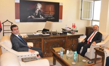 Rektörümüz Prof. Dr. Seyit Aydın, İlimize yeni atanan İdare Mahkemesi Başkanı Hakan Yumuşak'ı ziyaret etti.